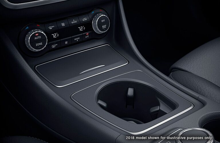 2019 Mercedes-Benz GLA 250 center console