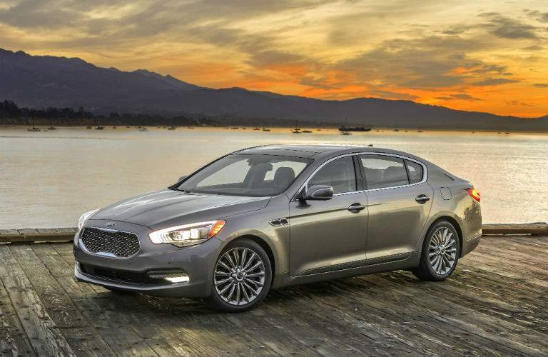 The long wheelbase for the 2017 Kia K900 provides for a comfortable passenger cabin