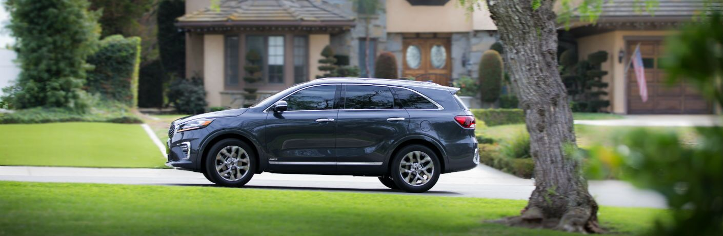 A left profile photo of the 2020 Kia Sorento parked in front of a home.