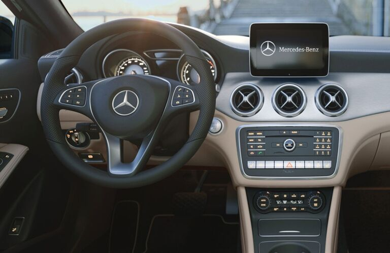 Cockpit view in the 2019 Mercedes-Benz GLA