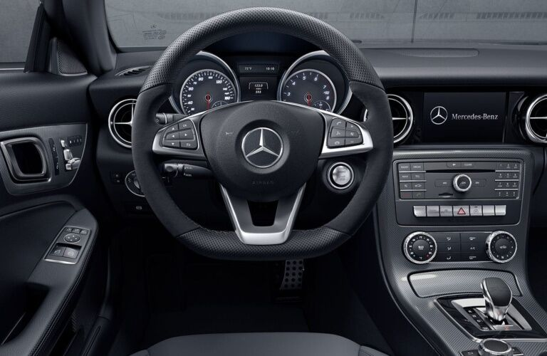 Cockpit view in the 2019 Mercedes-Benz SLC