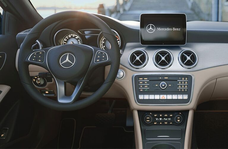 Cockpit view in a 2018 Mercedes-Benz GLA
