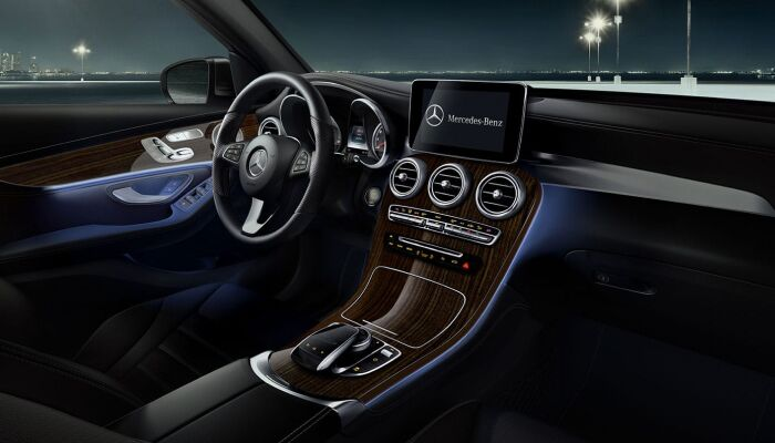 The comfortable interior of the 2019 Mercedes-Benz GLC