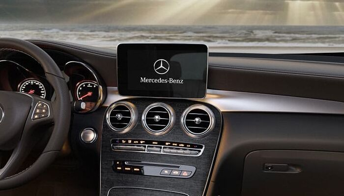 Touchscreen display inside the 2019 Mercedes-Benz GLC