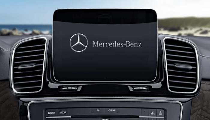 Touchscreen display inside the 2019 Mercedes-Benz GLS
