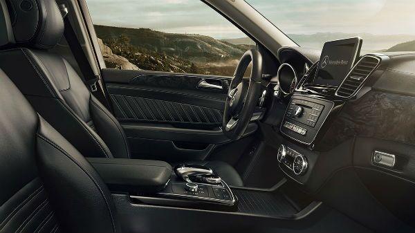 The beautiful 2019 Mercedes-Benz GLE 400 SUV interior Loeber Mercedes-Benz near Northfield, IL