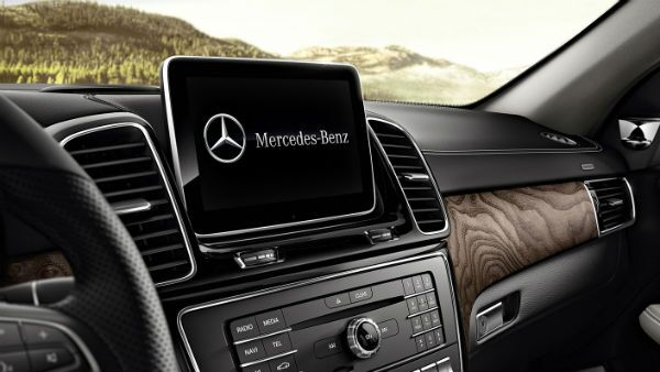 The beautiful 2019 Mercedes-Benz GLE 400SUV infotainment Loeber Mercedes-Benz near Northfield, IL