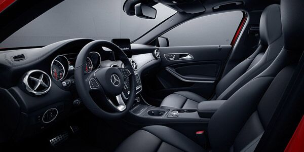 2018 Mercedes-Benz GLA interior features in Chicago, IL