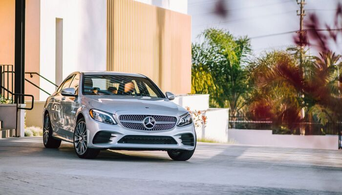 Loeber Motors Service Center will keep your Mercedes-Benz on the roads of River Forest, IL