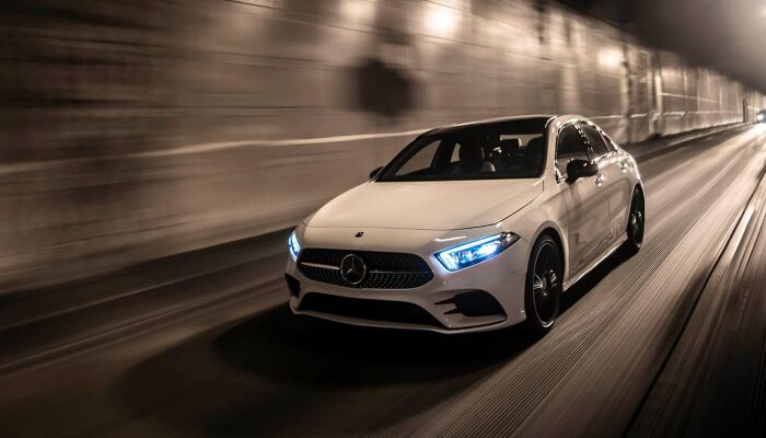 Loeber Motors has a large inventory of pre-owned Mercedes-Benz vehicles near River Forest, IL