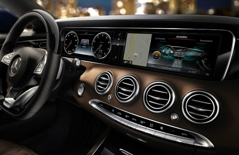 dashboard displays on the mercedes-benz s-class coupe