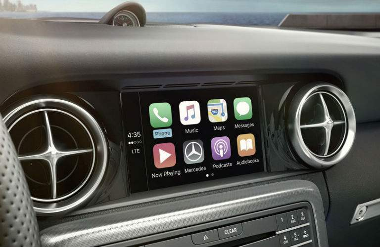 Color touchscreen of the 2018 Mercedes-Benz SLC Roadster