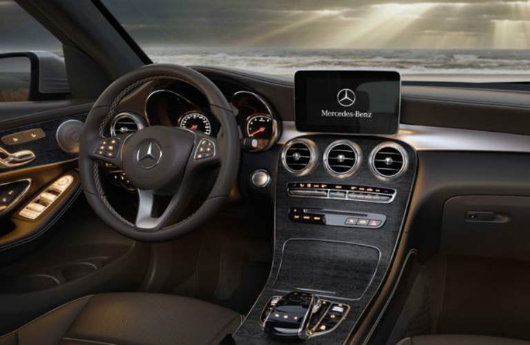 Steering wheel and infotainment system of 2018 Mercedes-Benz GLC