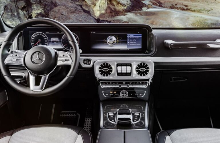 Cockpit view in the 2019 Mercedes-Benz G-Class