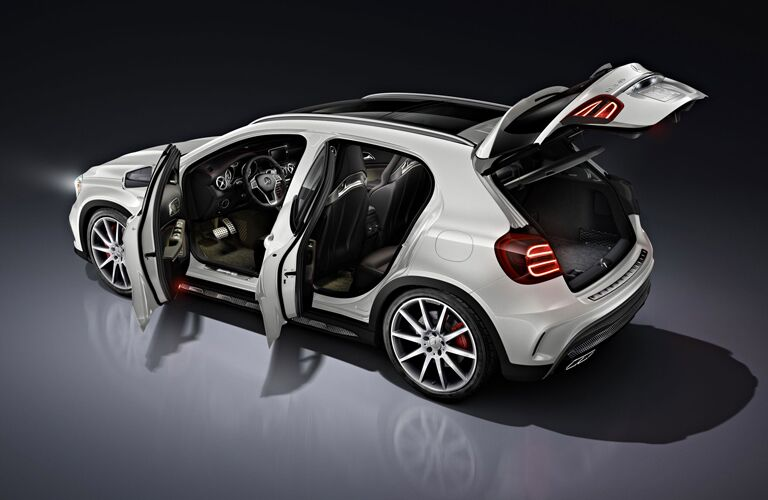 2016 mercedes-benz gla with doors open