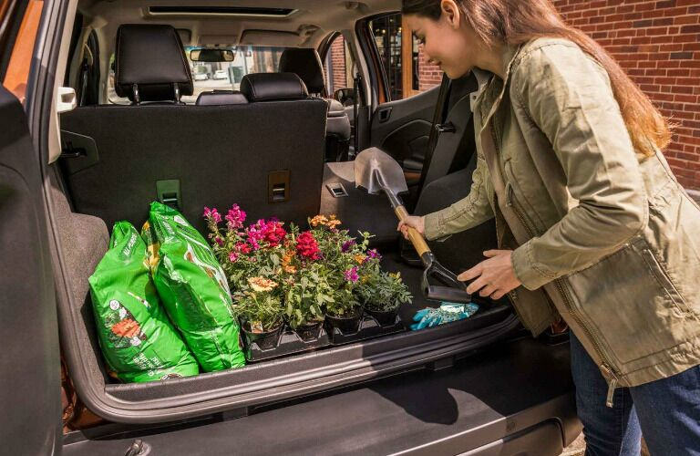 2019 Ford EcoSport trunk being loaded with flowers