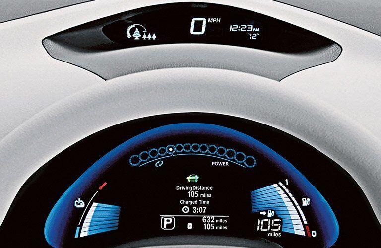 2017 Nissan LEAF driver display