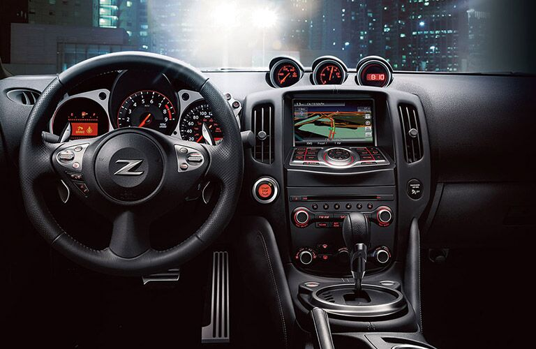 2017 Nissan 370Z interior features