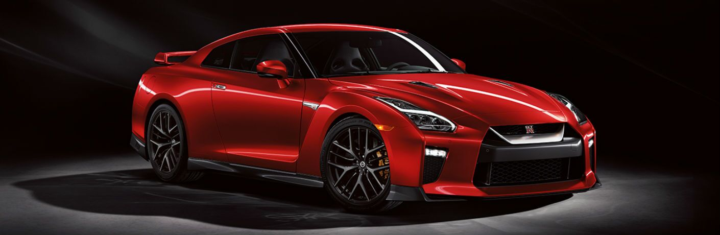 2018 Nissan GT-R front and side profile