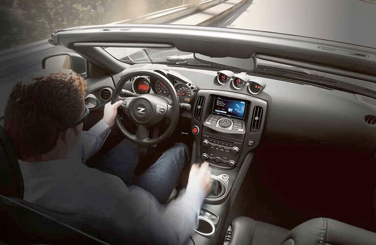 2019 Nissan 370Z Roadster front dashboard features