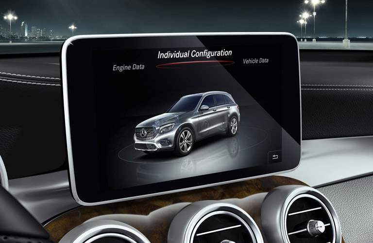 2018 Mercedes-Benz AMG GLC 43 entertainment screen