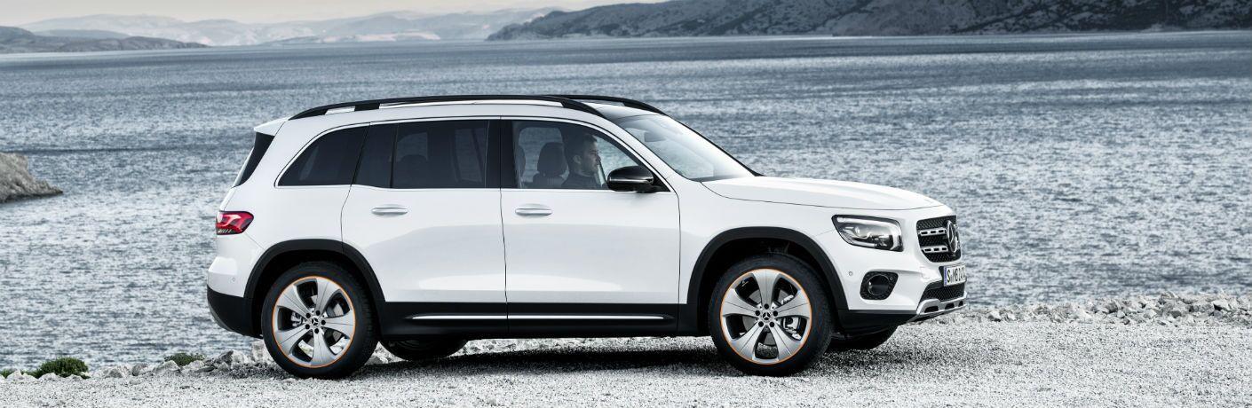 2020 Mercedes-Benz GLB exterior profile