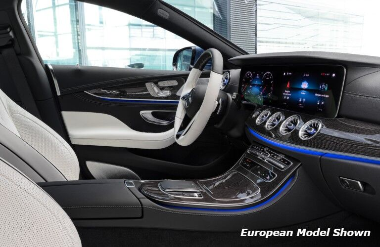 The driver's cockpit in the 2022 Mercedes-Benz CLS 450 4MATIC® Coupe.
