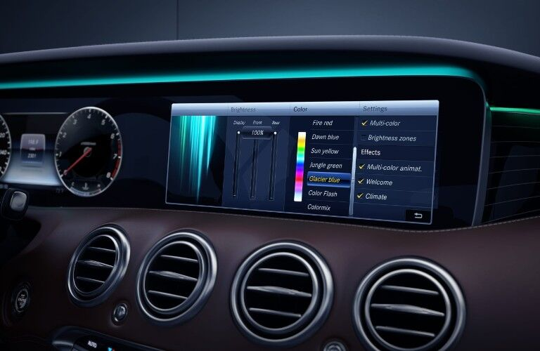 The touchscreen equipped in the 2021 Mercedes-Benz S 560 Coupe 4MATIC®.