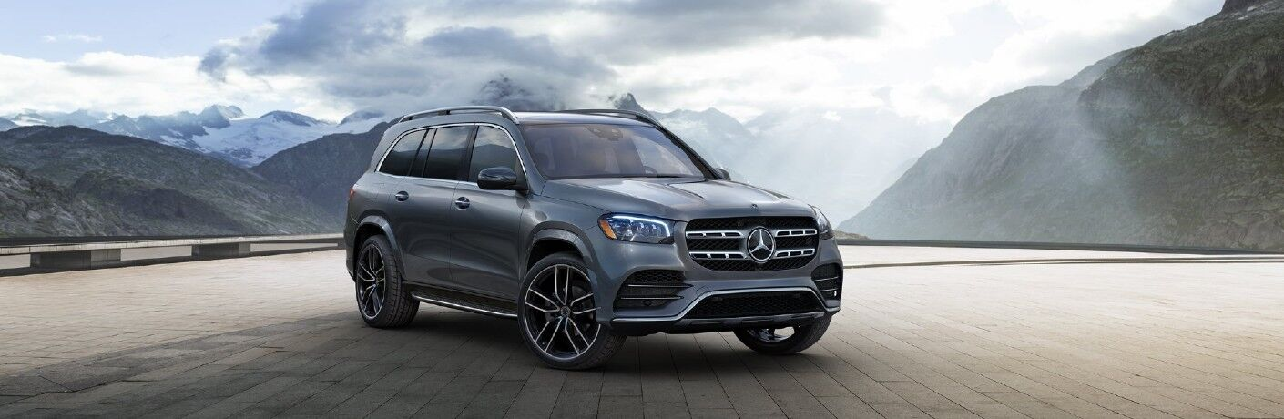 A front-right quarter photo of the 2021 Mercedes-Benz GLS 580 SUV.