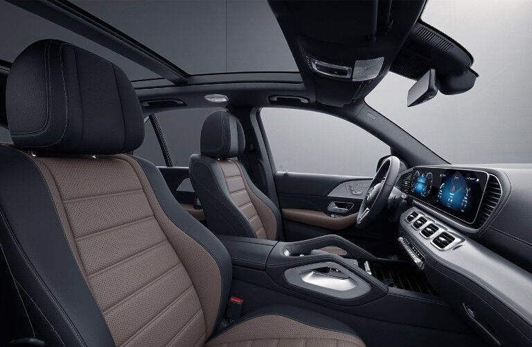 A photo of the front seats in the 2021 Mercedes-Benz GLE SUV.