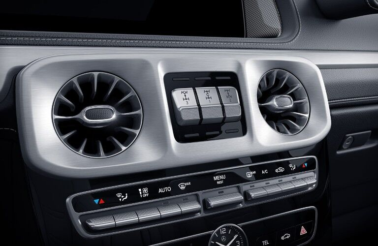 A photo of the differential controls in the 2021 Mercedes-Benz G 550.