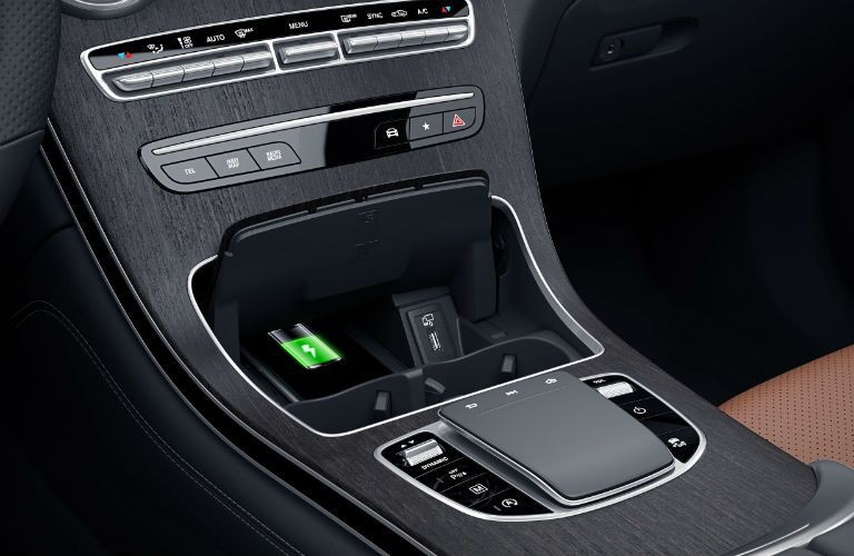A photo of the wireless charging tray in the 2021 Mercedes-Benz GLC 300.