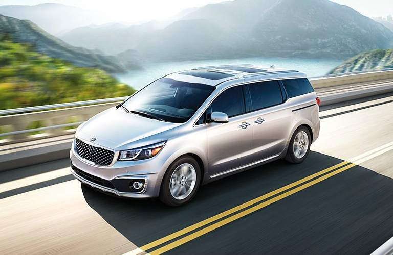 2018 Kia Sedona driving over bridge