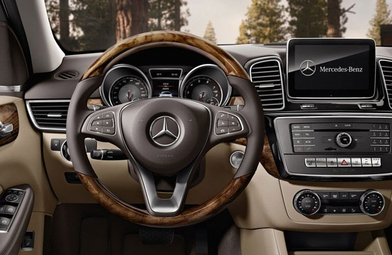steering wheel and dashboard view of the 2016 Mercedes-Benz GLE