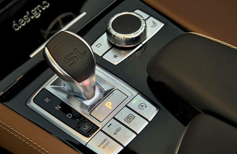 2018 Mercedes-Benz SL gear shifter and central console