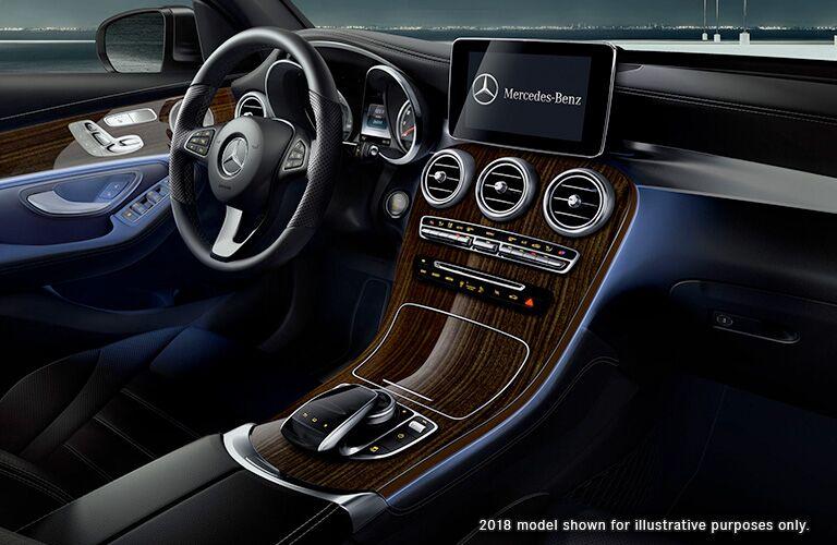 2019/2018 Mercedes-Benz GLC driver cockpit