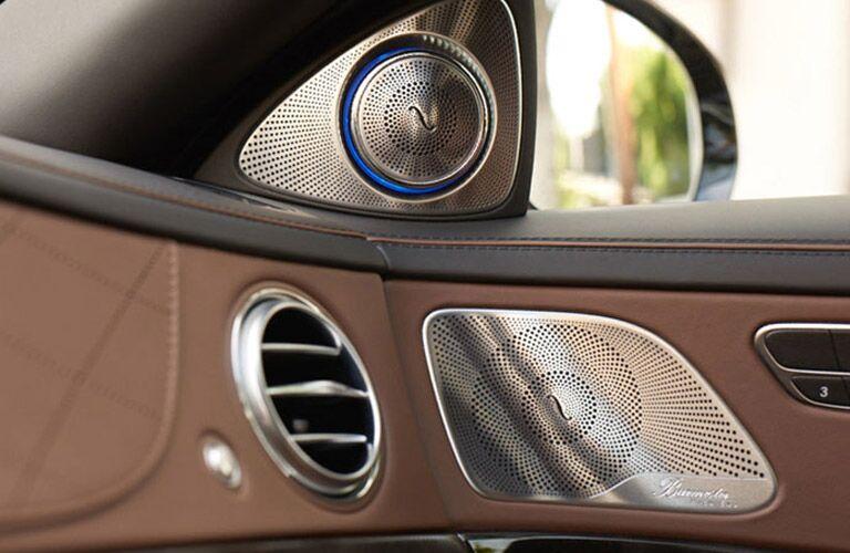 Mercedes benz infotainment features for Mbrace mercedes benz