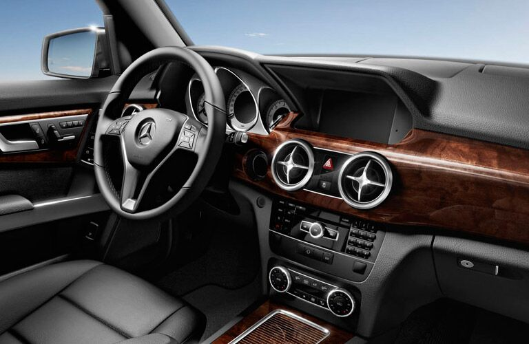 2014 Mercedes-Benz GLK350 vs Land Rover LR2