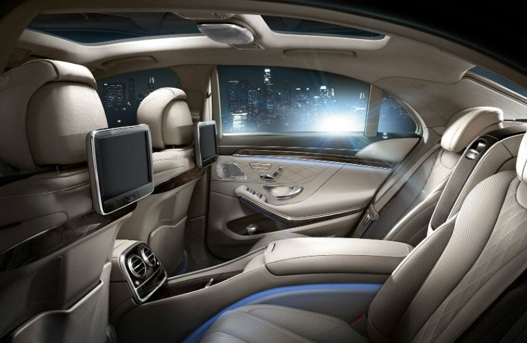 2016 Mercedes-Benz S-Class rear entertainment system