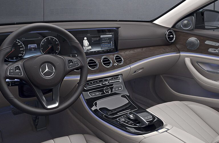 2017 Mercedes-AMG E43 Dashboard Features