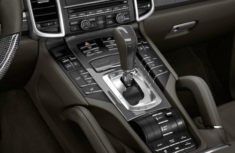 2017 Porsche Cayenne S interior front gear shifter