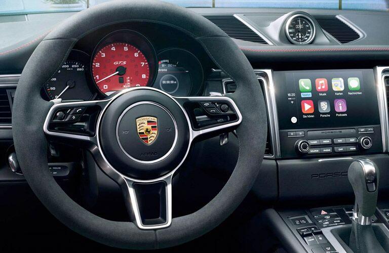 Loeber Motors 2017 Porsche Macan wheel and dash