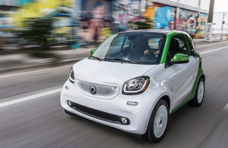 2017 smart fortwo electric drive pure white and green city driving