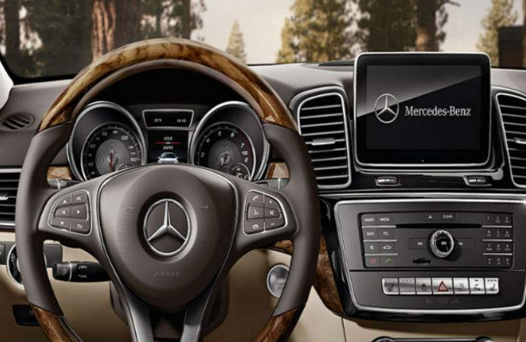 2018 Mercedes-Benz GLE interior dash view