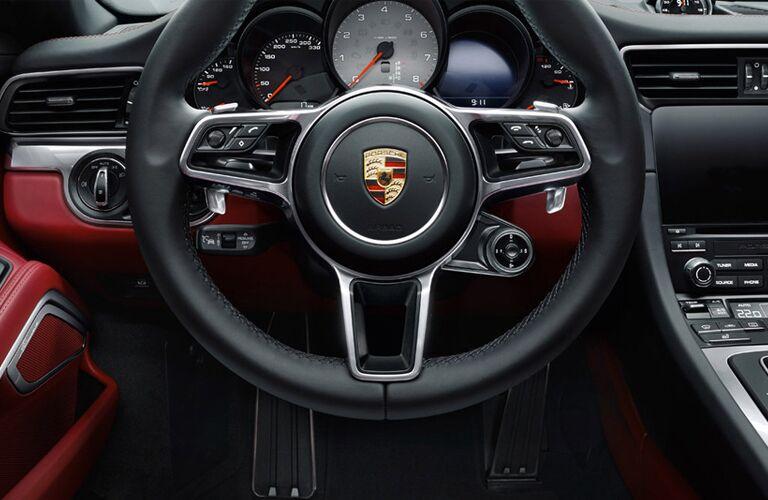 2017 Porsche 911 Carrera 4 premium interior features