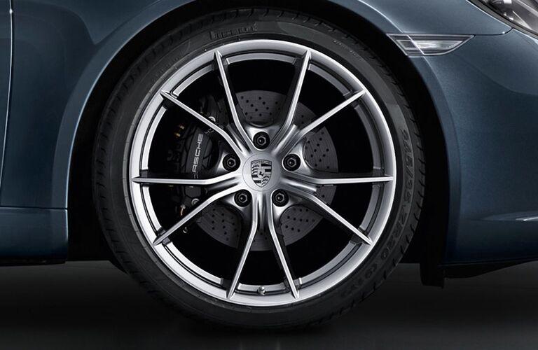2017 Porsche 911 Carrera 4 wheels