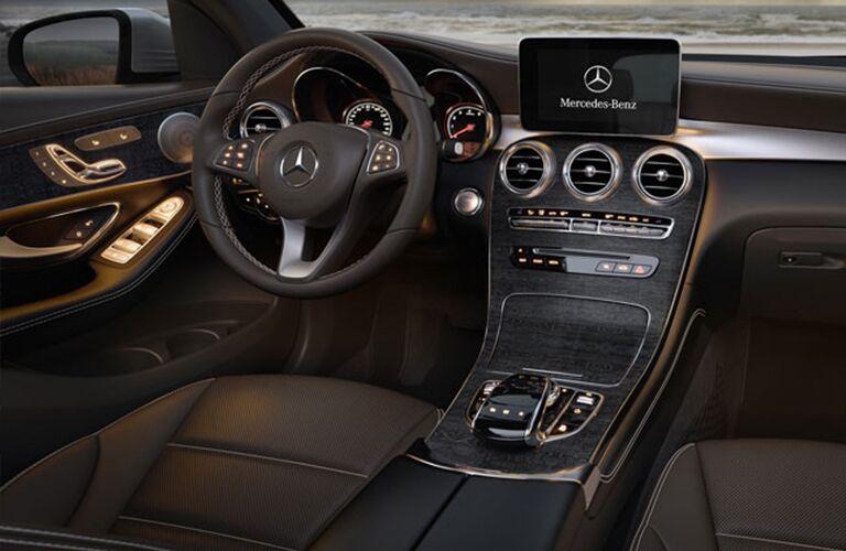 2017 Mercedes-Benz GLC 4MATIC® cockpit