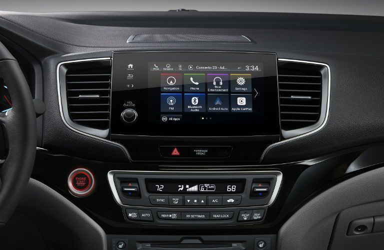 infotainment system in 2019 honda pilot close up shot