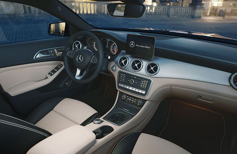 front seats and dash of mercedes benz gla