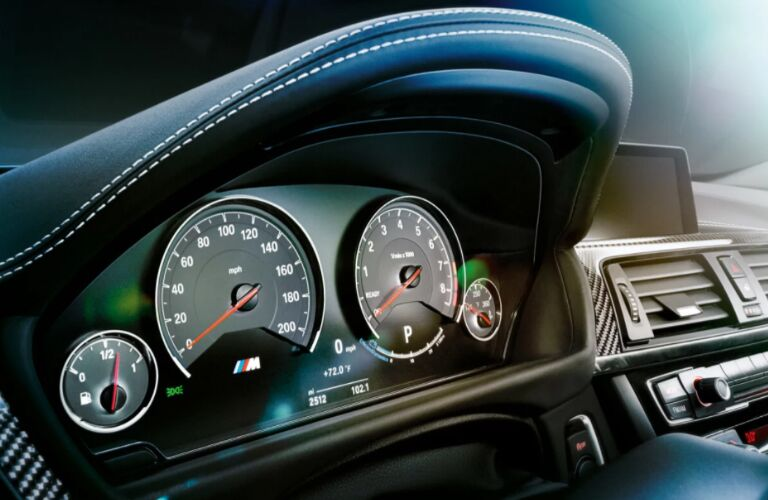Gauges of 2018 BMW M3